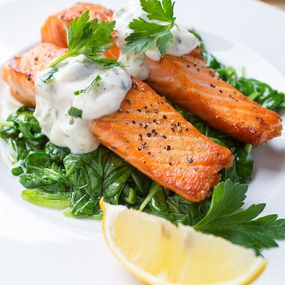 oven baked salmon fillets with hot tasrtar sauce