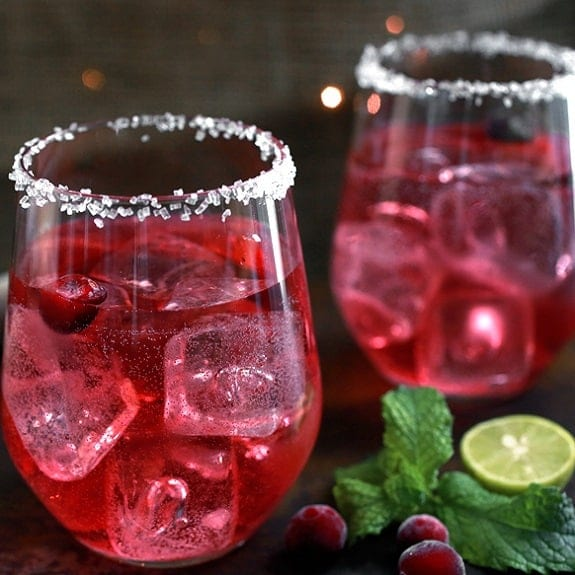cranberry mojitos cocktail