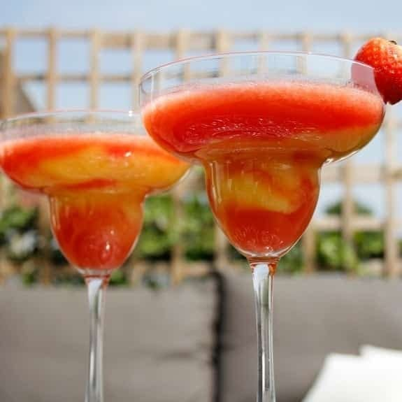 strawberry-mango daiquiri cocktail recipe