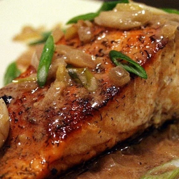 spicy salmon fillets woth carmelized onions