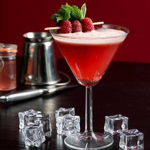 raspberry martini cocktail